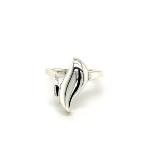 Leafy Hollow Ring
