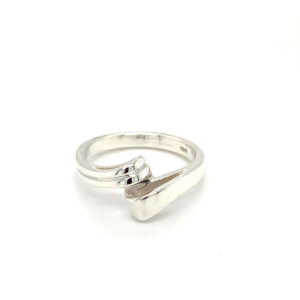 'Crossover' Ring